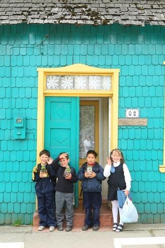 Ninos_Curaco_de_Velez_Chiloe-2_-_Turismo_Chile.jpg
